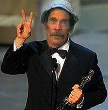 Seu Madruga recebendo o seu prêmio de melhor ator cômico