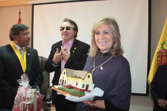 Carlos Villagrán llegó a Tacna junto a su esposa - foto Municipalidad Providencial de Tacna