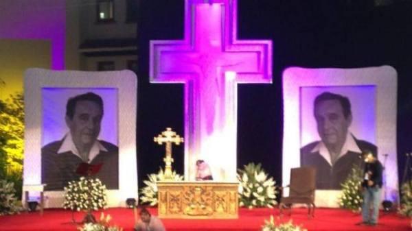 funeral de Chespriito - despedida a Roberto Gomez Bolaños - Chaves - estádio Azteca - México - Televisa