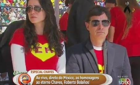 Roberto Gómez Fernandez e filha de Chespirito no velório de Bolaños