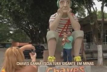 escultura-gigante-homenageia-chaves-em-g