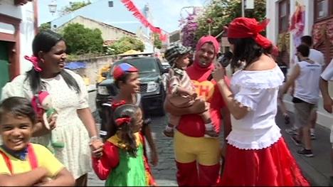 Carnaval 2015 Chaves Chapolin no Carnaval de Olinda Recife - reprodução Tv Jornal