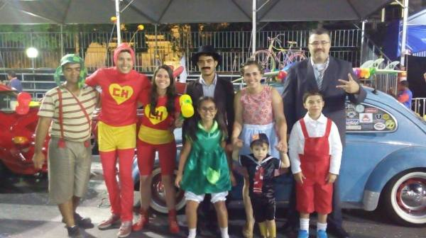 Fusca Poços - Poços de Caldas Minas Gerais MG - homenagem a Chaves Chapolin Chespirito Turma do Chaves Carnaval 2015 VI
