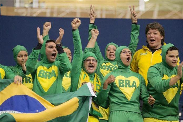 Chapolins brasileiros torcedores nos jogos Panamericanos de Toronto 2015 01