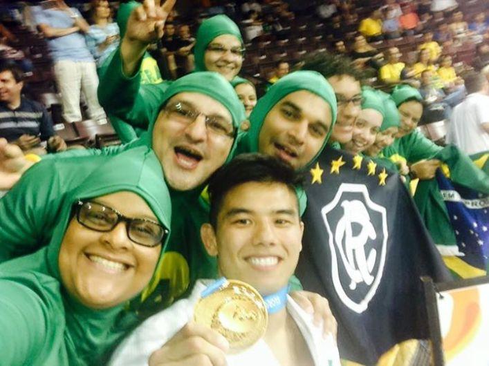 Chapolins brasileiros torcedores nos jogos Panamericanos de Toronto 2015 02