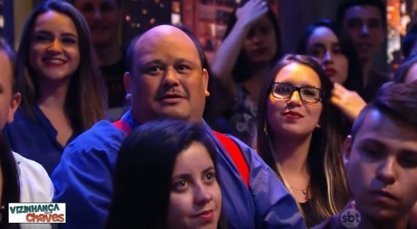 Homem parecido com Seu Barriga foi na plateia do programa The Noite Danilo Gentilo SBT - imagem reprodução