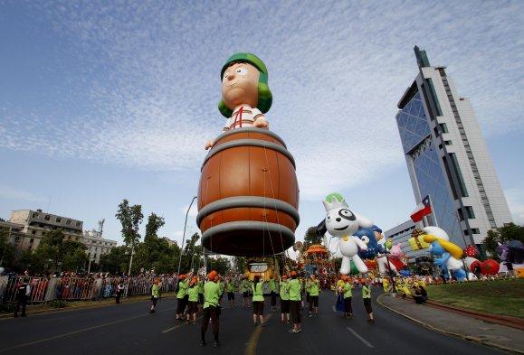 desfile-chileno-homenageia-chaves-e-cont