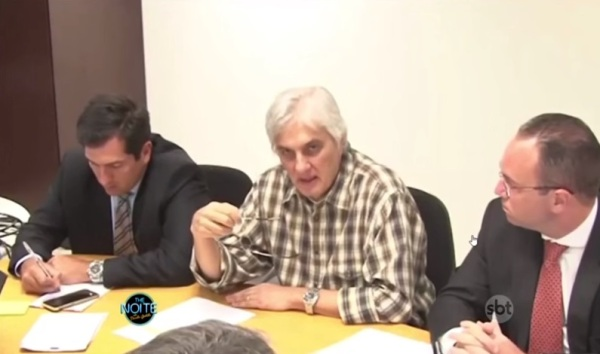 Murilo Couto compara cabelo de Delcídio do Amaral com peruca da Dona Clotilde - imagem reprodução canal The Noite SBT no Youtube