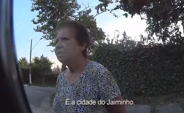 Youtuber pergunta a pedestres onde fica a cidade de Tangamandápio