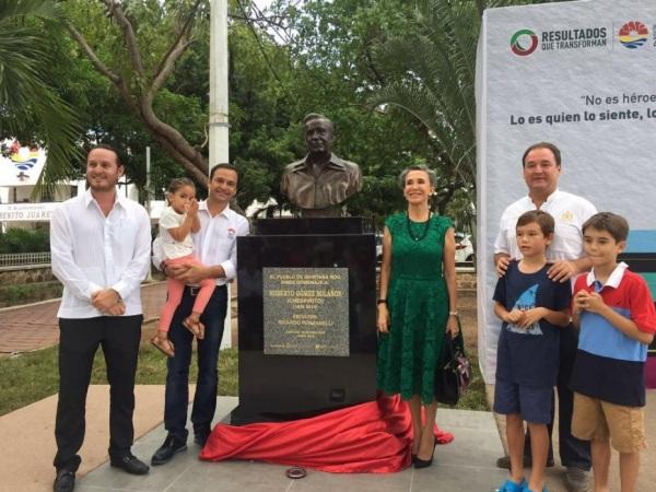 Florinda Meza inaugura busto de Chespirito - 02