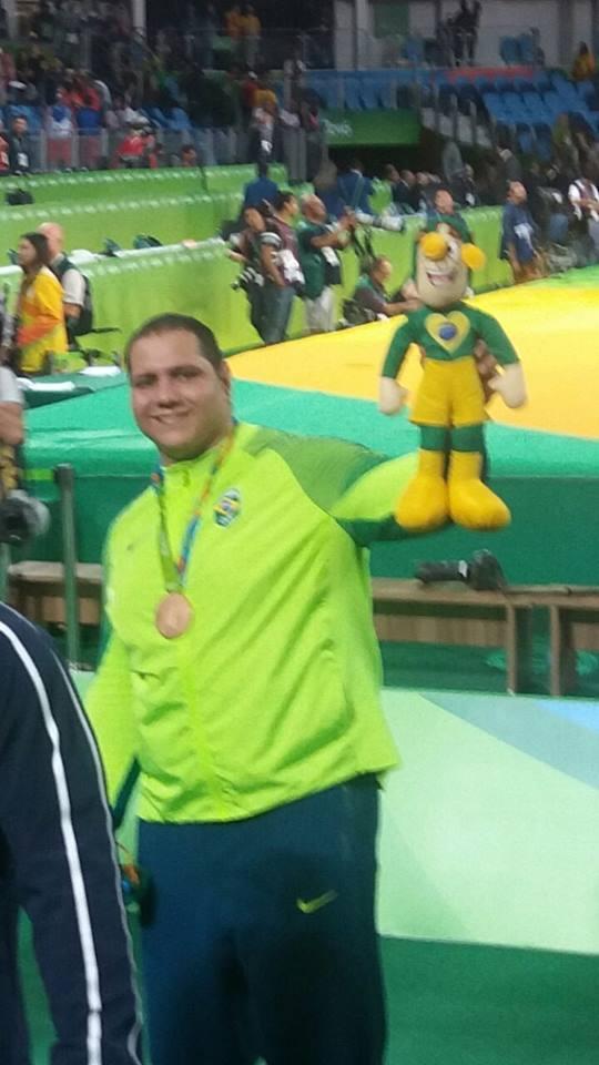 Chapolins brasileiros - Rio 2016 - Medalhito - Rafael Silva, bronze no judô